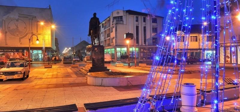 Trg ispred zgrade Opštine Lapovo